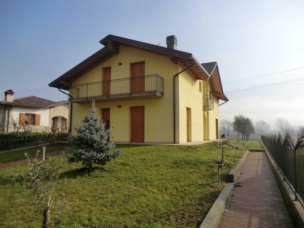 b8-villa-bifamigliare-rogno.jpg